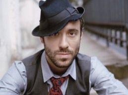 picture of singer Charlie Winston